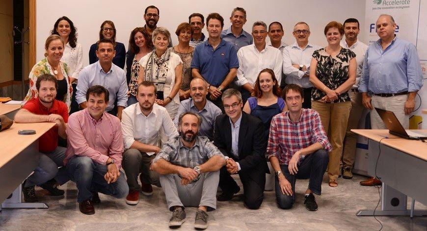 Kwido ganador FICHe con los organizadores
